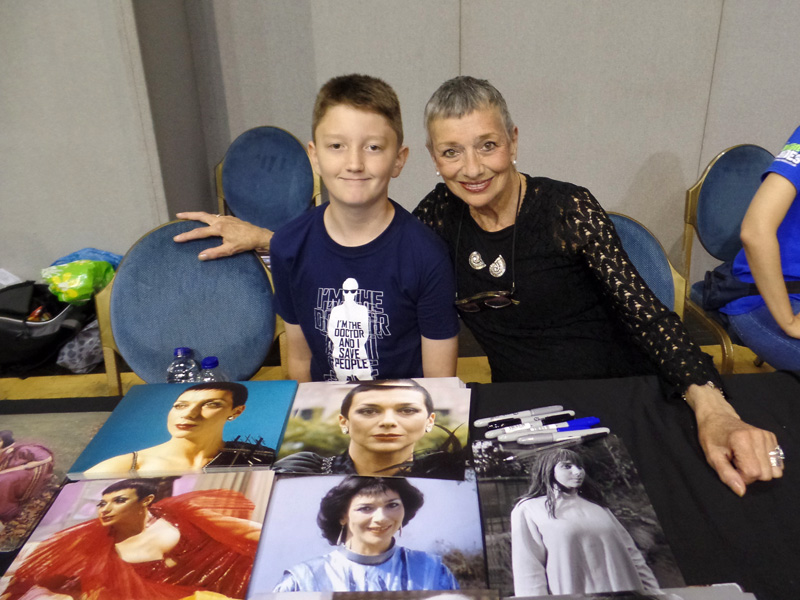 Tom Project Indigo meets Doctor Who and Blakes Seven actress Jacqueline Pearce at Film and Comic Con Bournemouth